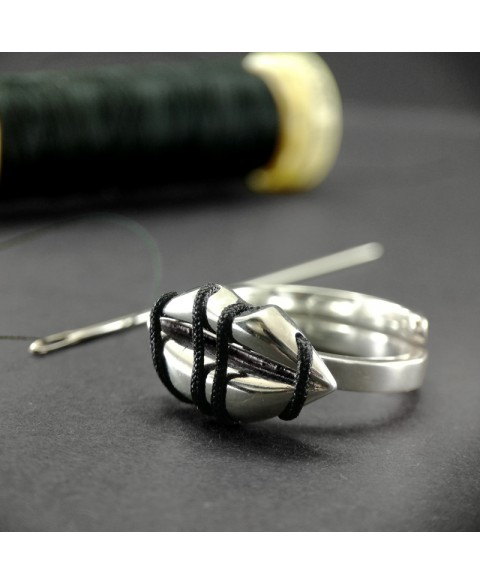 Sealed lips sterling silver ring